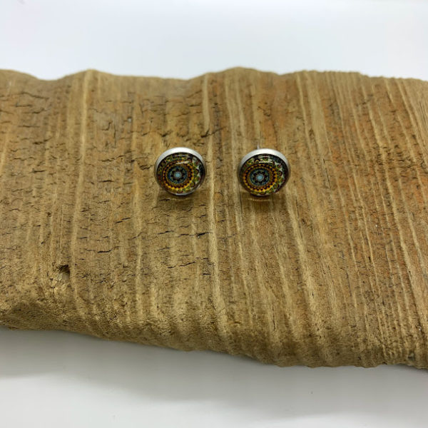 Light Patterned Stud Earrings